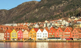 Everything you need to know about trains from Bergen to Voss: timetable, route info, tickets, and more